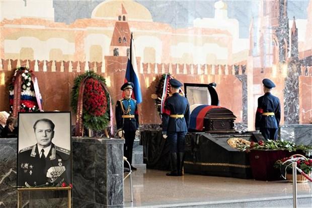 Le Vietnam rend un vibrant hommage a ses deux amis russes hinh anh 2