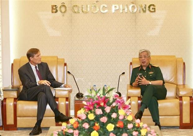 Le vice-ministre de la Defense Nguyen Chi Vinh recoit le directeur de l'USAID au Vietnam hinh anh 1
