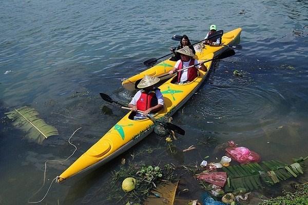 Les touristes jouent les nettoyeurs a Hoi An hinh anh 3