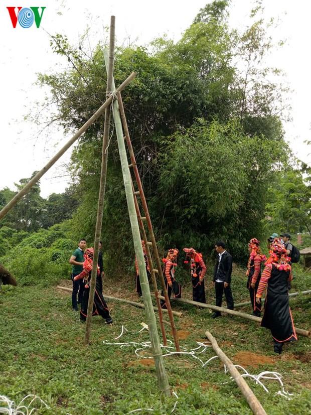 Dans le Nord, les Ha Nhi se balancent pour celebrer la saison des pluies hinh anh 1