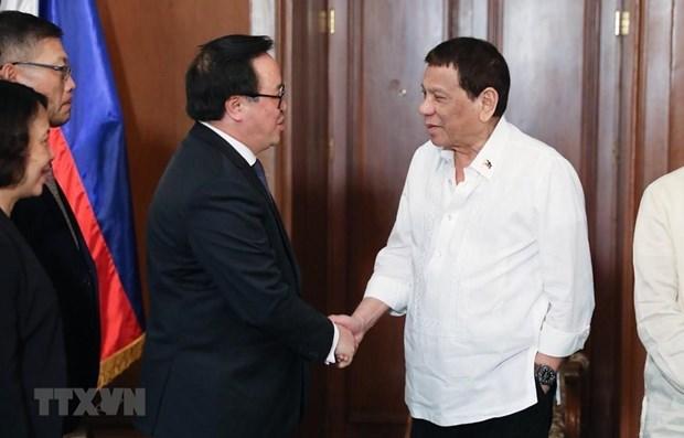 Une delegation du Parti en visite officielle aux Philippines hinh anh 1
