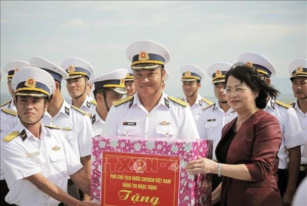 La vice-presidente rencontre les cadres et soldats de la 4e zone navale hinh anh 1