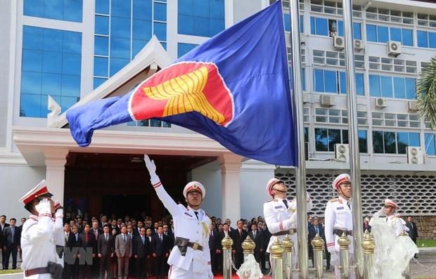 Laos : ceremonie de lever du drapeau de l'ASEAN hinh anh 1