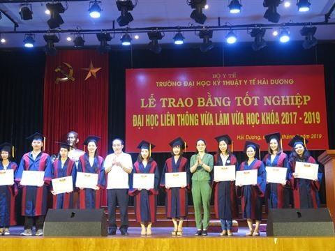 Hai Duong: remise du diplome universitaire d'ergotherapie hinh anh 3
