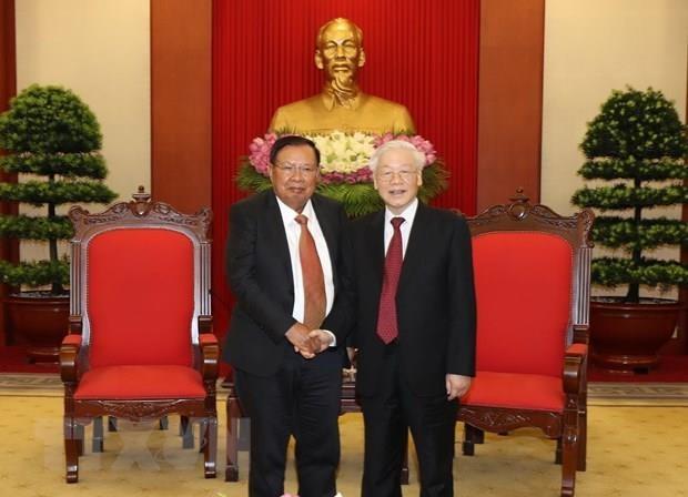 Le SG du PCV et president Nguyen Phu Trong recoit son homologue laotien Bounhang Vorachith hinh anh 1