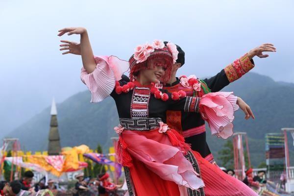 Le site touristique de Sun World Fansipan Legend s'anime avec le festival de cuisine du Nord-Ouest hinh anh 1
