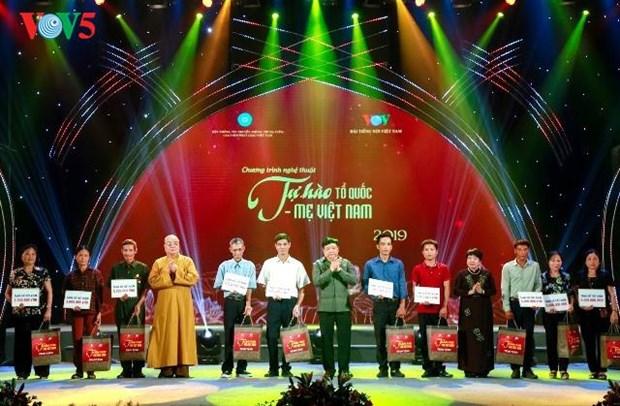 """Programme artistique """"Fierte de la Patrie vietnamienne"""" hinh anh 1"""
