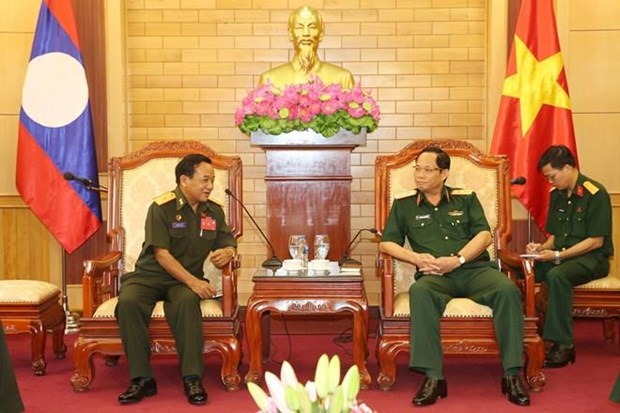 Les armees vietnamienne et lao renforcent la cooperation dans la protection politique interne hinh anh 1
