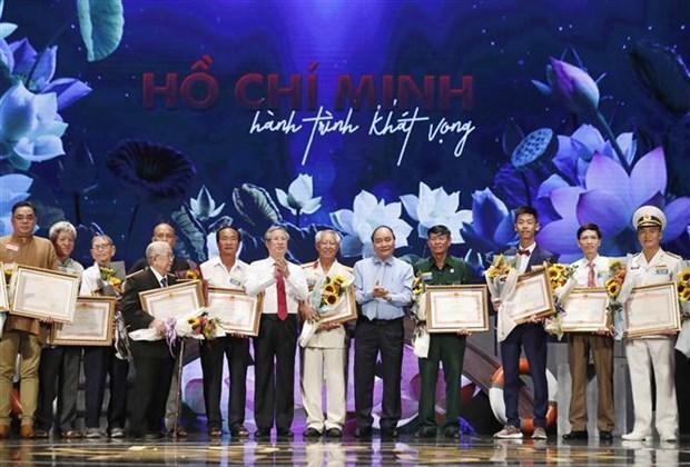 Le PM demande de faire rayonner la pensee et la moralite Ho Chi Minh hinh anh 2