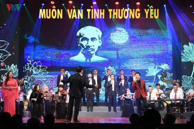 """""""Un amour immense"""" relie Hanoi, Nghe An et Ho Chi Minh-Ville hinh anh 1"""