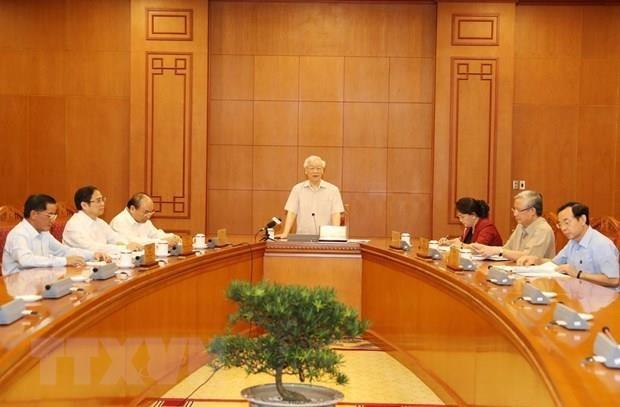Le leader du Parti preside le sous-comite du personnel du 13e Congres hinh anh 2