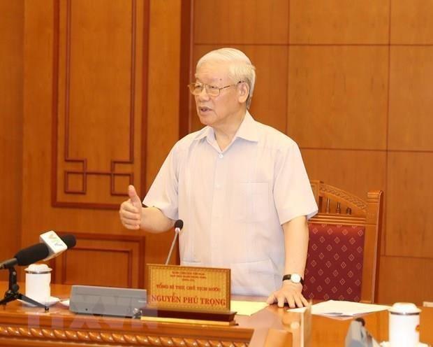 Le leader du Parti preside le sous-comite du personnel du 13e Congres hinh anh 1
