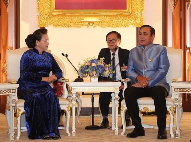Entrevue entre la presidente de l'AN du Vietnam et le Premier ministre thailandais hinh anh 1