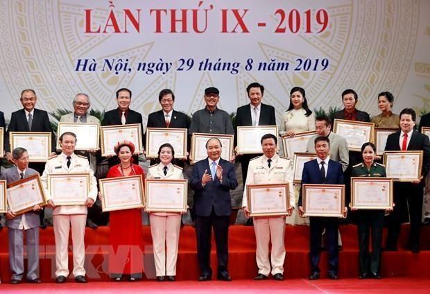 Des artistes exceptionnels honores par les titres de l'Etat hinh anh 1