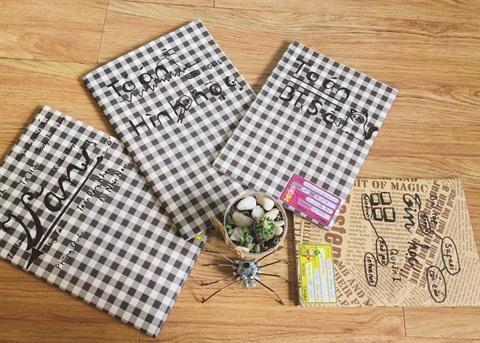 Les ecoliers troquent la couverture plastique contre l'emballage papier hinh anh 2