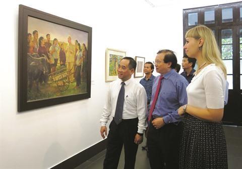 Les peintres et sculpteurs se souviennent de l'Oncle Ho hinh anh 1