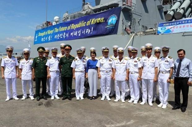 Deux navires de la marine sud-coreenne mouillent a Da Nang hinh anh 1