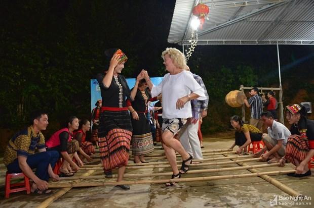 Tourisme : des journalistes etrangers visitent Nghe An hinh anh 1