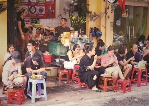 Pause the sur les trottoirs de Hanoi hinh anh 1