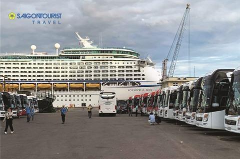Saigontourist accueille 3.000 croisieristes du Voyager of the Seas hinh anh 1