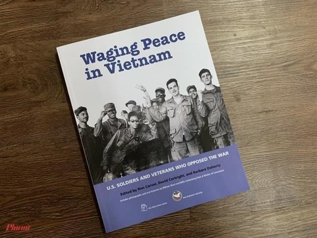 "Le livre ""Waging Peace in Vietnam"" presente au public hinh anh 1"
