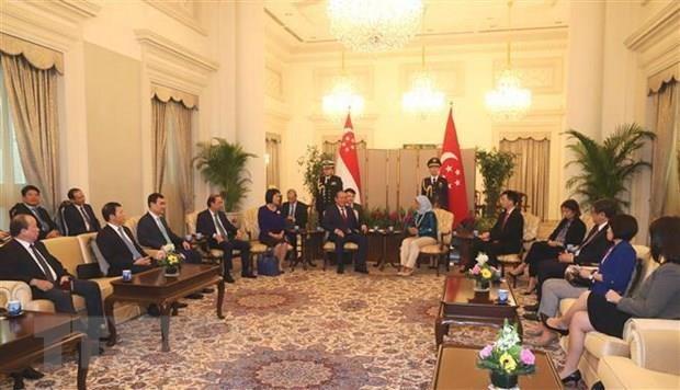 Le vice-PM Truong Hoa Binh en visite officielle a Singapour hinh anh 1