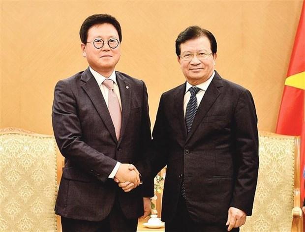 Le vice-PM Trinh Dinh Dung recoit le directeur general de Lotte Asset Development hinh anh 1