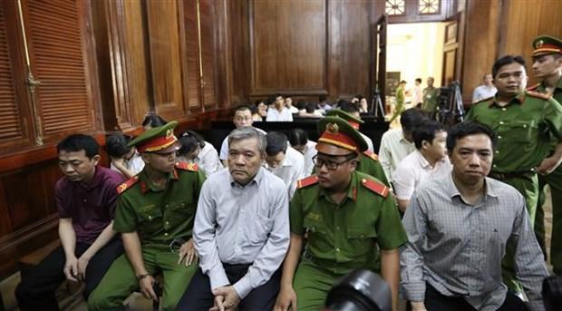 Douze personnes devant la justice pour trafic de medicaments contrefaits hinh anh 1