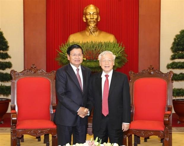 Le secretaire general du Parti et president Nguyen Phu Trong recoit le PM laotien hinh anh 1
