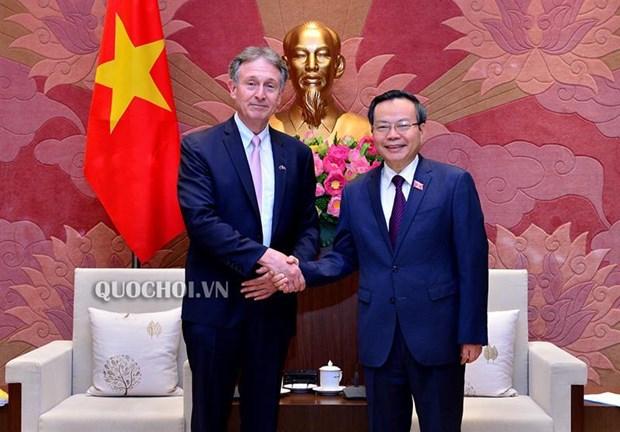 Le vice-president de l'AN Phung Quoc Hien recoit le president du Conseil d'affaires UE-ASEAN hinh anh 1