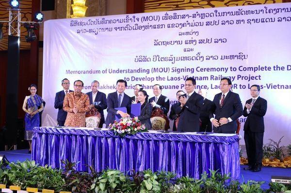 Le Laos lancerait les travaux sur la ligne ferroviaire Laos-Vietnam en 2021 hinh anh 1