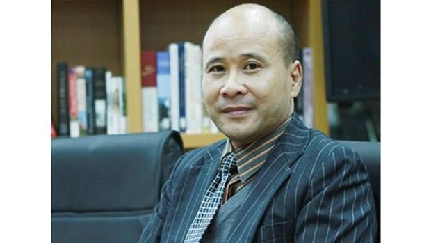 La France decore Ngo Tu Lap et Trinh Van Minh, deux universitaires vietnamiens hinh anh 1