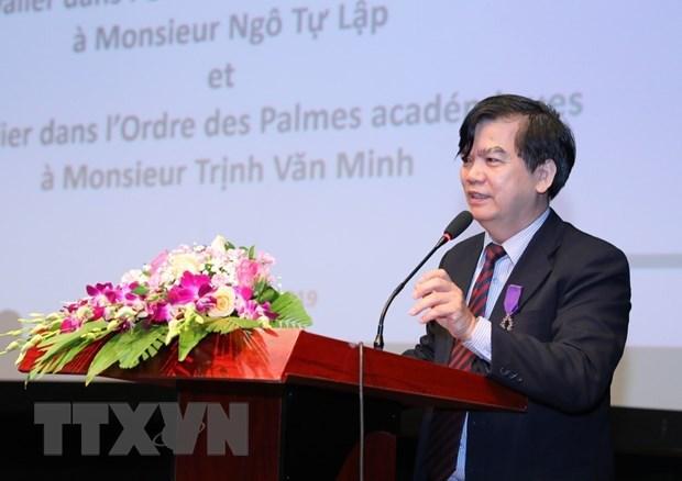 La France decore Ngo Tu Lap et Trinh Van Minh, deux universitaires vietnamiens hinh anh 2