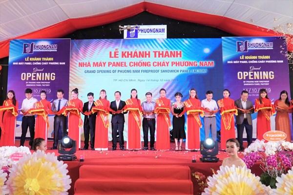 Inauguration d'une usine de panneaux ignifuges de 10 millions de dollars a HCM-Ville hinh anh 1