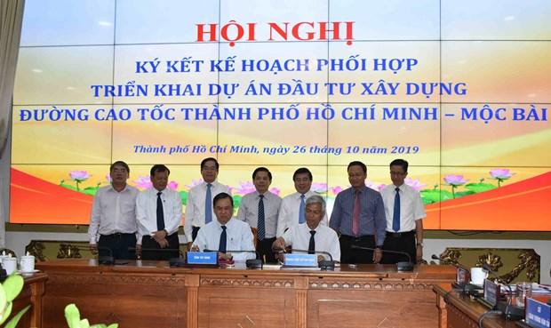 Plus de 459 millions de dollars pour l'autoroute Ho Chi Minh-Ville - Moc Bai hinh anh 1