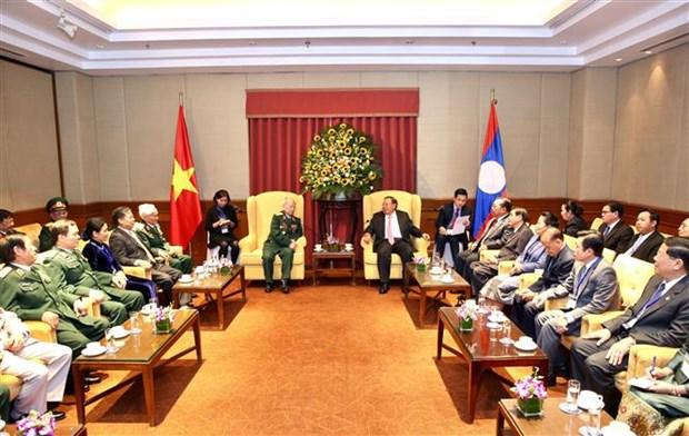 Le dirigeant laotien Bounnhang Vorachith rencontre d'anciens soldats volontaires vietnamiens hinh anh 1