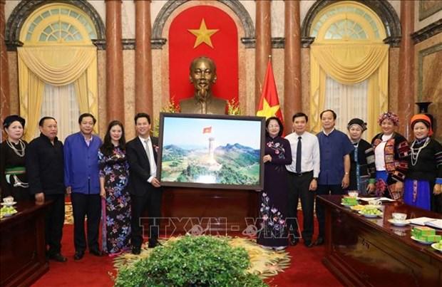 La vice-presidente vietnamienne recoit des minorites ethniques de Ha Giang hinh anh 1