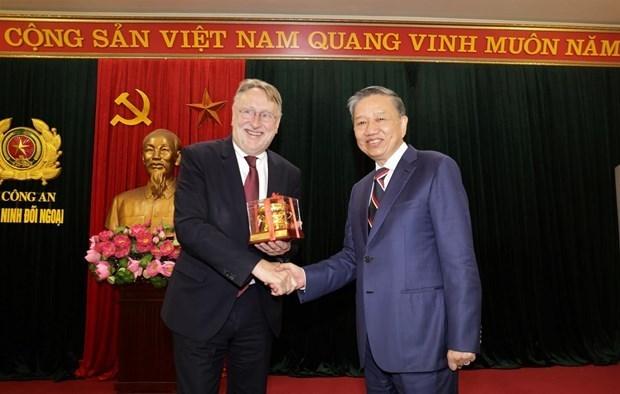 Le ministre de la Securite publique salue les liens Vietnam-UE hinh anh 1