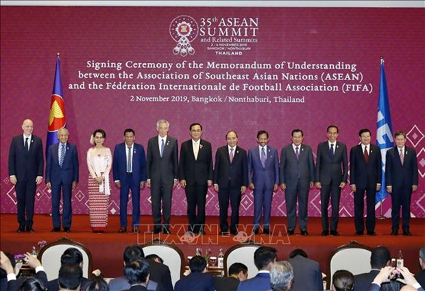 Le Premier ministre Nguyen Xuan Phuc a la seance pleniere du 35e Sommet de l'ASEAN hinh anh 1