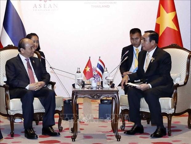 Sommet de l'ASEAN : le PM rencontre des dirigeants etrangers hinh anh 1