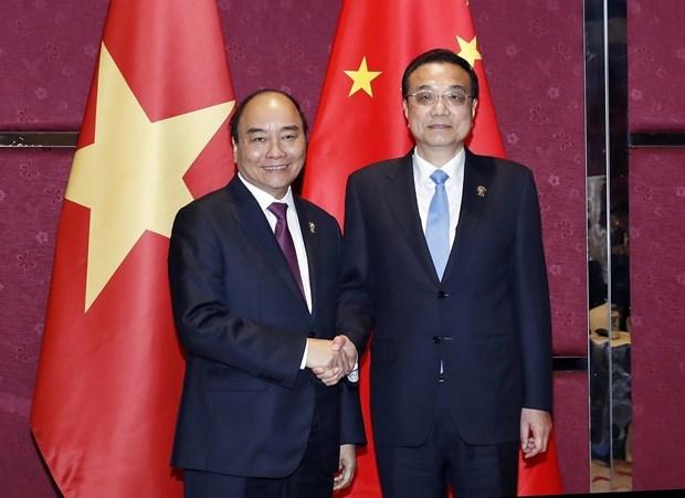 Le PM rencontre des dirigeants en marge du 35e Sommet de l'ASEAN hinh anh 2