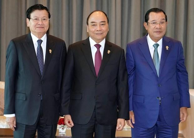 Le PM rencontre des dirigeants en marge du 35e Sommet de l'ASEAN hinh anh 1