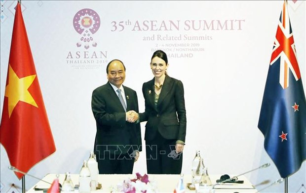 Le PM Nguyen Xuan Phuc rencontre son homologue neo-zelandaise hinh anh 1