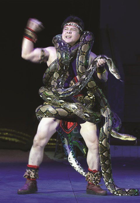 "Cirque : Tong Toan Thang, le ""prince des pythons"" hinh anh 2"