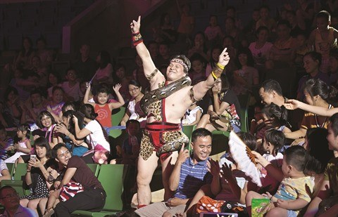 "Cirque : Tong Toan Thang, le ""prince des pythons"" hinh anh 1"