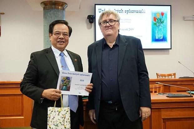 Le Grand dictionnaire tcheque-vietnamien, laureat du prix litteraire tcheque 2019 hinh anh 1