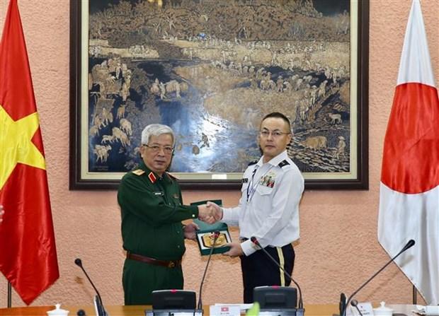 Une delegation de militaires japonais en visite au Vietnam hinh anh 1