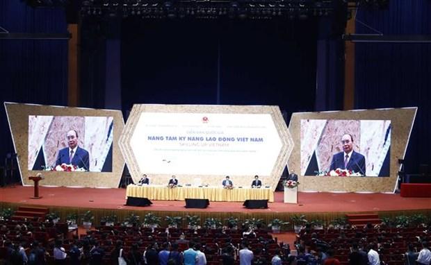 Le PM assiste au forum « Elever le savoir-faire des travailleurs vietnamiens » hinh anh 1