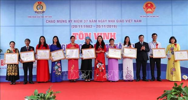 183 enseignants de l'Annee 2019 a l'honneur hinh anh 1