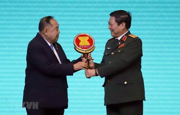 Le Vietnam devient officiellement president de l'ADMM, de l'ADMM Plus hinh anh 1
